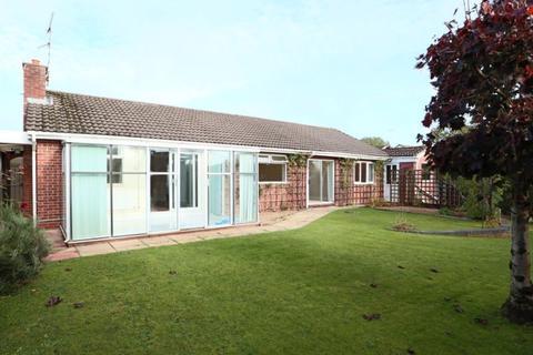 3 bedroom detached bungalow for sale - Freckleton Place, Meir Park