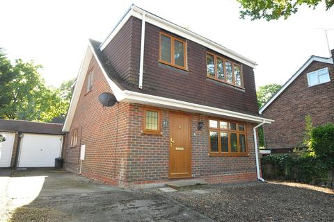 3 bedroom detached house to rent - Barn Close, Camberley