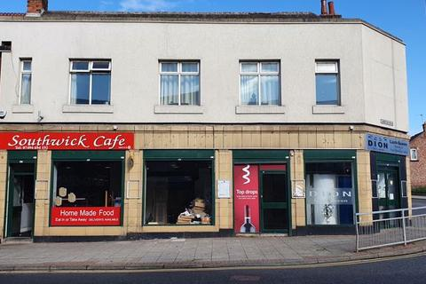 Shop to rent - Spacious Retail Unit TO LET IN Popular Shopping Community & High Footfall