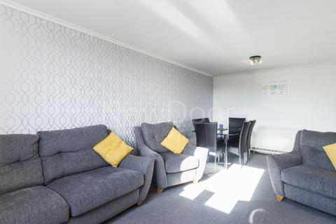3 bedroom flat for sale - Millford Drive, Linwood, PA3