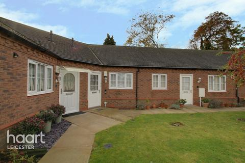 2 bedroom townhouse for sale - Field Gate Gardens, Leicester