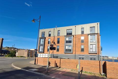 2 bedroom flat - Neptune Road, The Waterfront, Barry