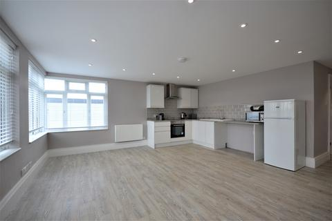 Studio to rent - The Mall Bromley BR1