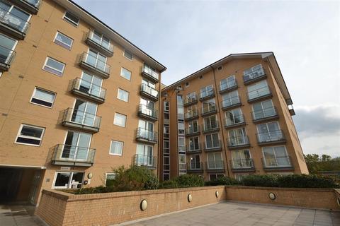 2 bedroom apartment to rent - Azalea House, Feltham