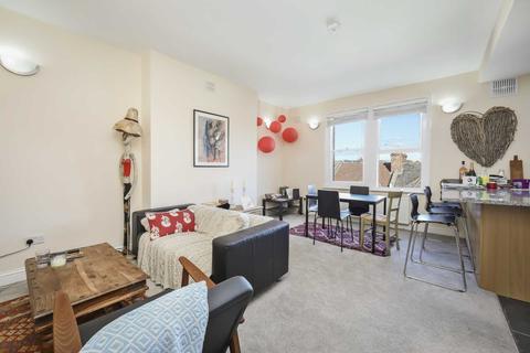 3 bedroom flat to rent - Ormiston Grove, Shepherds Bush, London W12 0JT