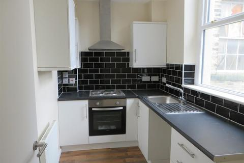 2 bedroom flat to rent - Flat 6, 20-22 Crown Street, Halifax, West Yorkshire, HX1 1TT