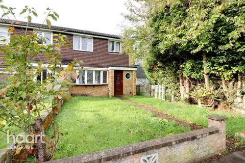 3 bedroom semi-detached house for sale - Julius Gardens, Luton