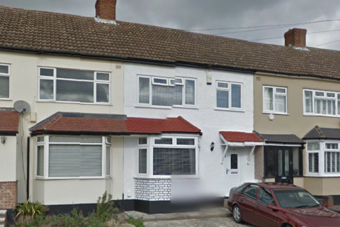 3 bedroom terraced house to rent - Ashvale Gardens, Romford RM5