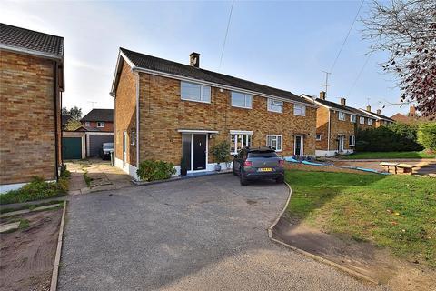 3 bedroom semi-detached house for sale - Brive Road, Dunstable, Bedfordshire, LU5