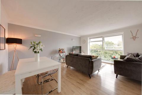 2 bedroom apartment for sale - Holdbrook Way, Romford, RM3