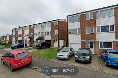 3 bedroom flat to rent - HAYES, UB4