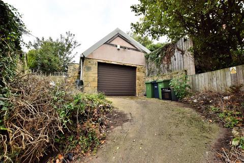 Garage for sale - Off Albert Drive