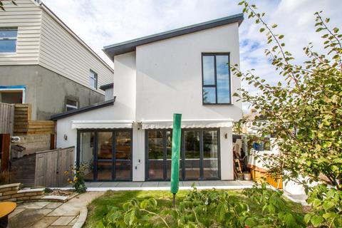 3 bedroom semi-detached house to rent - Eastbourne Road, Brighton
