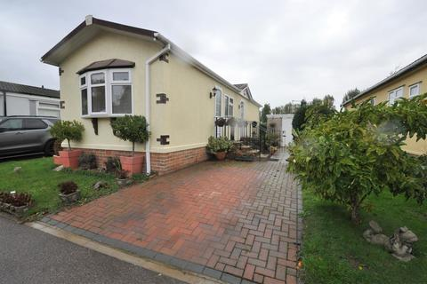 2 bedroom property for sale - Pooles Lane, Hullbridge