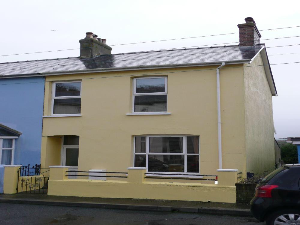 3 Bedrooms End Of Terrace House for sale in 21 Plas Y Gamil Road, Goodwick, Pembrokeshire
