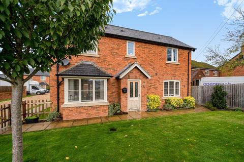 3 bedroom detached house to rent - The Green, Steeple Claydon