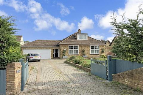 6 bedroom detached bungalow for sale - Chattenden Lane, Rochester, Kent