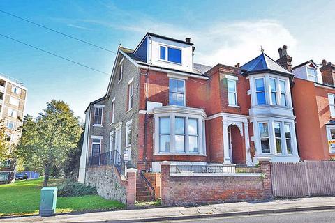 Studio to rent - Flat 2, 17 Hayle Road, Maidstone ME15