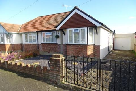 2 bedroom semi-detached bungalow for sale - Kingsway, Stanwell, TW19
