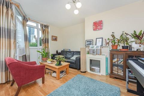 3 bedroom flat to rent - Ensbury House, Carroun Road, London SW8