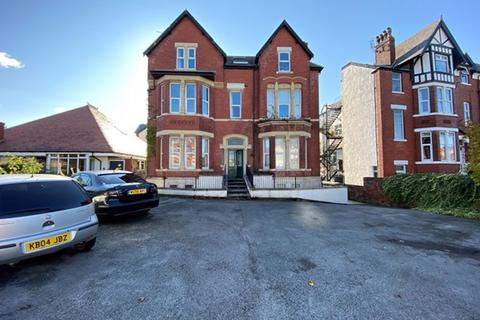 2 bedroom apartment to rent - Albany Road, Southport