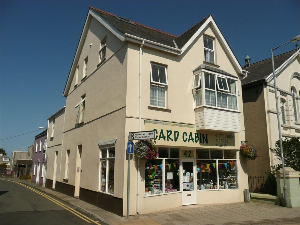 1 Bedroom Town House for sale in Commerical Property wth Flats at, 42 West Street, Fishguard, Pembrokeshire