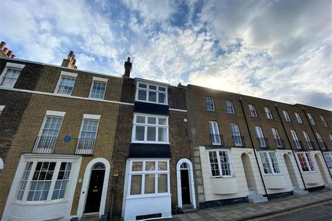 3 bedroom maisonette to rent - Spencer Square, Ramsgate