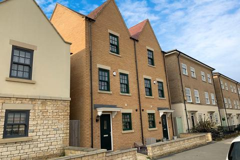 4 bedroom townhouse to rent - The Avenue, Corby, NN17