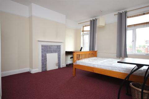 4 bedroom detached house to rent - Old Oak Common Lane, Acton, W3 7NT