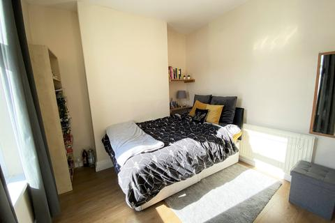 4 bedroom house to rent - Lisvane Street, , Cardiff