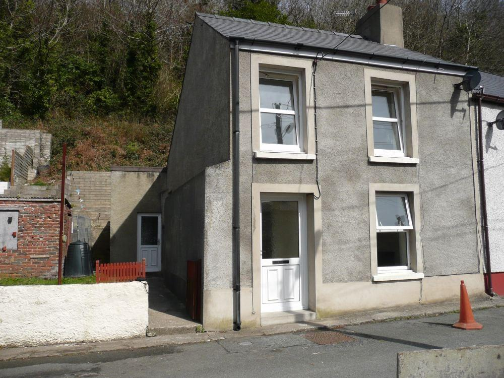 3 Bedrooms Semi Detached House for sale in 17 Glyn-Y-Mel Road, Lower Town, Fishguard, Pembrokeshire