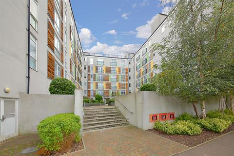 2 bedroom flat to rent - *Offers Invited And Part Exchange Considered*