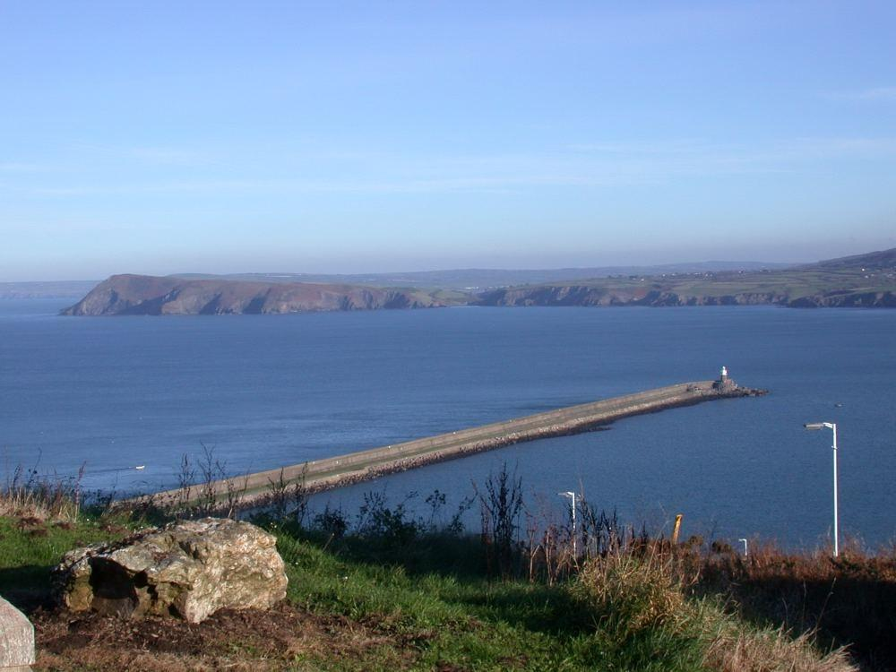 3 Bedrooms Terraced House for sale in 91 Harbour Village, Goodwick, Pembrokeshire