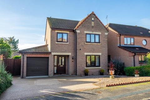 4 bedroom detached house for sale - Alness Drive, York