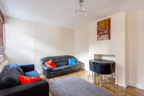 4 bedroom flat - Kingswood Road, Clapham, SW2