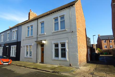 5 bedroom semi-detached house for sale - St. Oswins Avenue, North Shields, Cullercoats, Tyne and Wear, NE30 4PH