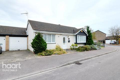 2 bedroom bungalow for sale - Cumbria Close, Dunstable