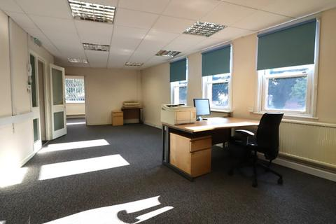 Serviced office to rent - Cheam Road, Ewell Village, Surrey, KT17