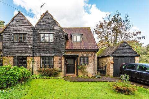 3 bedroom semi-detached house for sale - Margery Grove, Lower Kingswood, Tadworth, Surrey, KT20