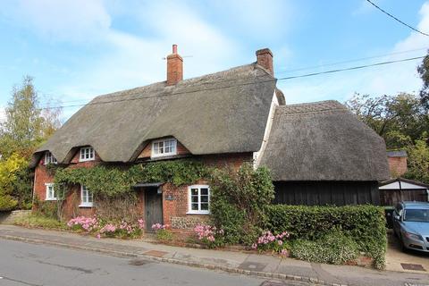 3 bedroom detached house for sale - Blandford Road, Shillingstone, Blandford Forum, Dorset. DT11 0SF