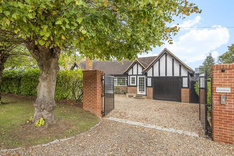 5 bedroom detached house for sale - Oak End Way, Woodham, KT15
