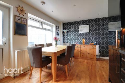 3 bedroom semi-detached house for sale - Sandling Lane,Penenden Heath Maidstone