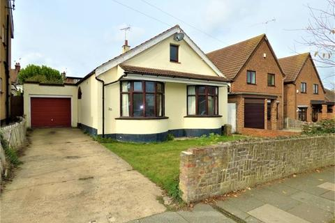 2 bedroom detached bungalow to rent - Flemming Avenue, Leigh-on-Sea, Leigh-on-Sea, Essex. SS9 3AN