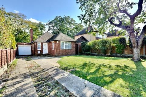 3 bedroom detached house to rent - Thornhill Road, Ickenham, UB10