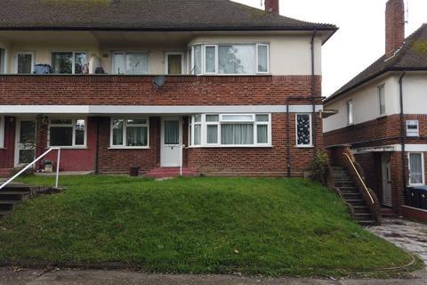 2 bedroom flat - Palmers Green, N13