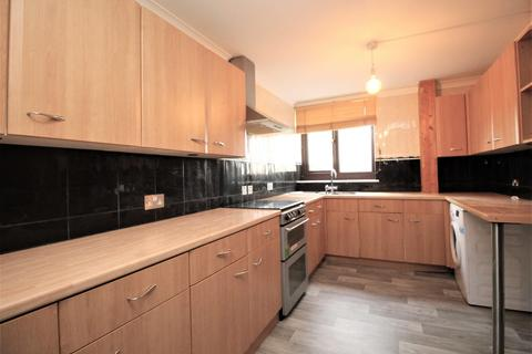 3 bedroom house to rent - Truro Walk, Romford, RM3