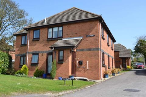 2 bedroom flat to rent - Peel Court, Princes Risborough, HP27 9EZ