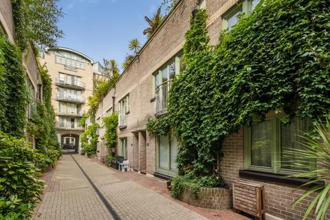 2 bedroom mews to rent - Kensington Gardens Square Bayswater W2