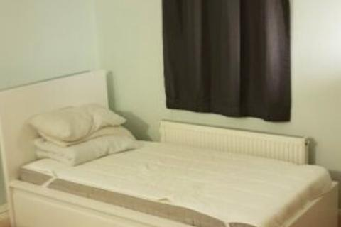 Studio to rent - Studio Flat  Perivale
