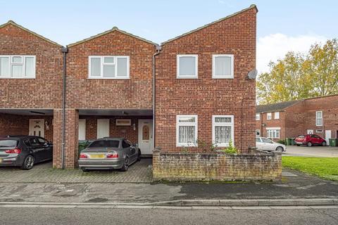 4 bedroom semi-detached house for sale - Blackwater Drive,  Aylesbury,  HP21,  Buckinghamshire,  HP21